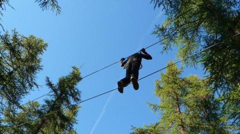 Parcours en hauteur à 15 m parc accrobranche du Queyras