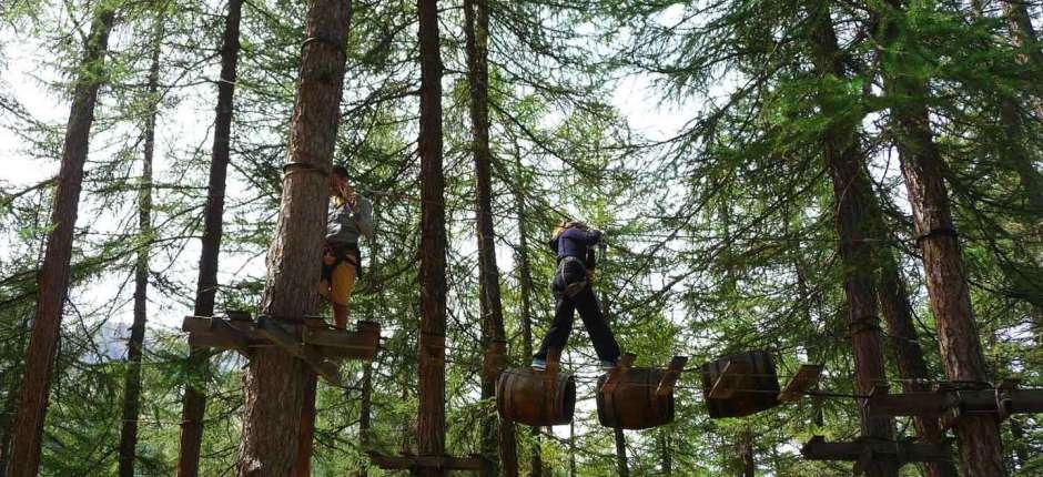 Le parc aventure ou acrobatique du queyras propose des activités spotives et loisirs d'été dans le Queyras pour enfants, adolescents ou adultes